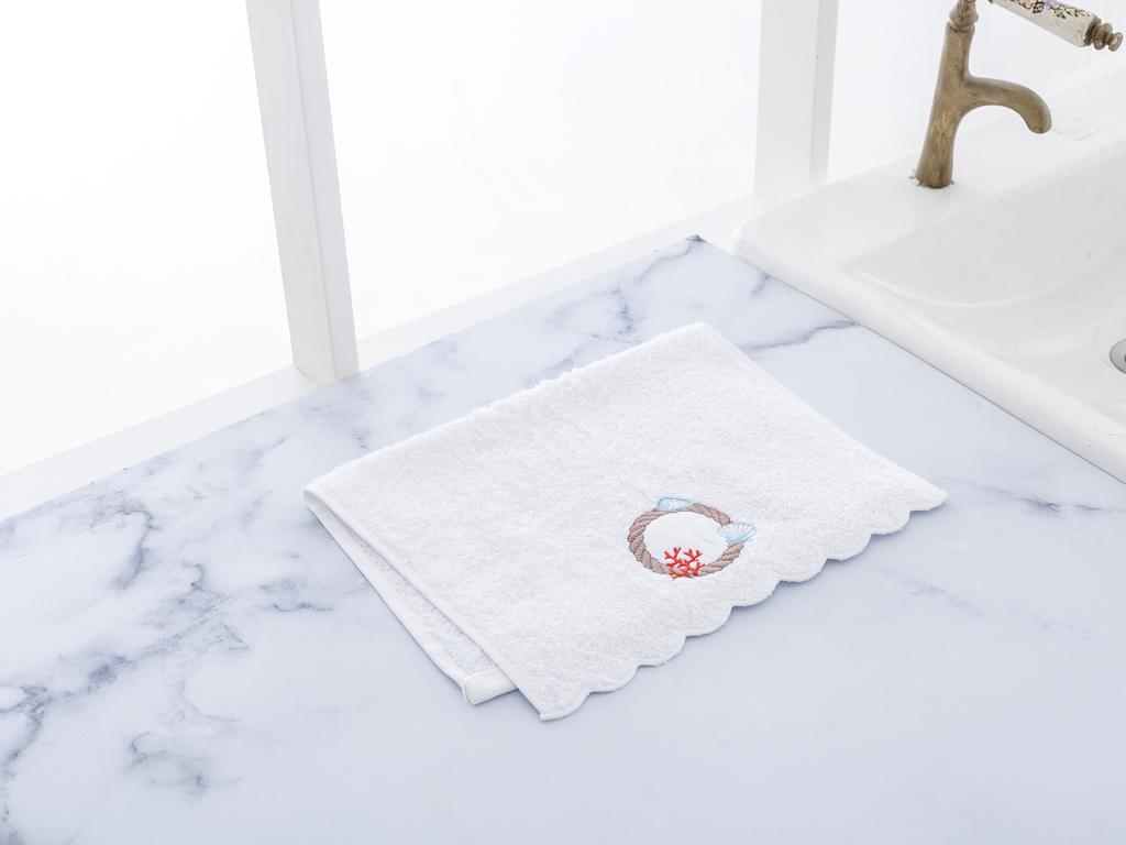 Capky Nakışlı El Havlusu 30x45 Cm Beyaz