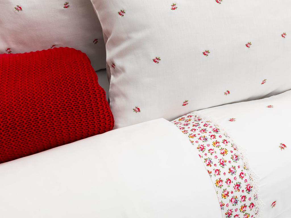Floret Rose Nakışlı Çift Kişilik Nevresim Takımı 200x220 Cm Bordo