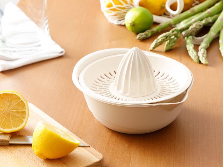 Lily Plastik Kaymaz Taban Limon Sıkacağı 0,6 L Bej
