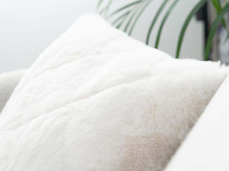 Rabbit Peluş Kırlent Kılıfı 45x45 Cm Beyaz