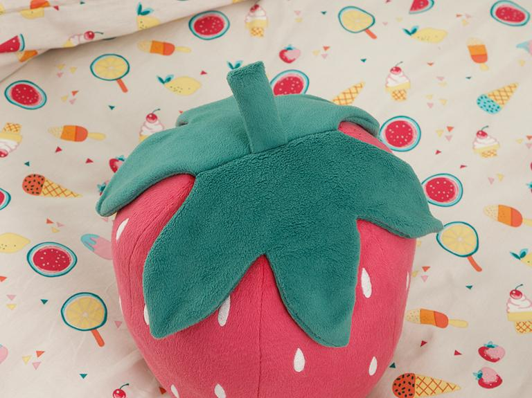 Strawberry Polyester Dekoratif Yastık 35x30 Cm Pembe