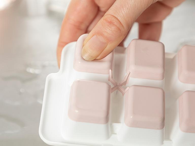 Creative Plastik Kapaklı Buz Kalıbı 8,9x25,3x3,9 Cm Pudra