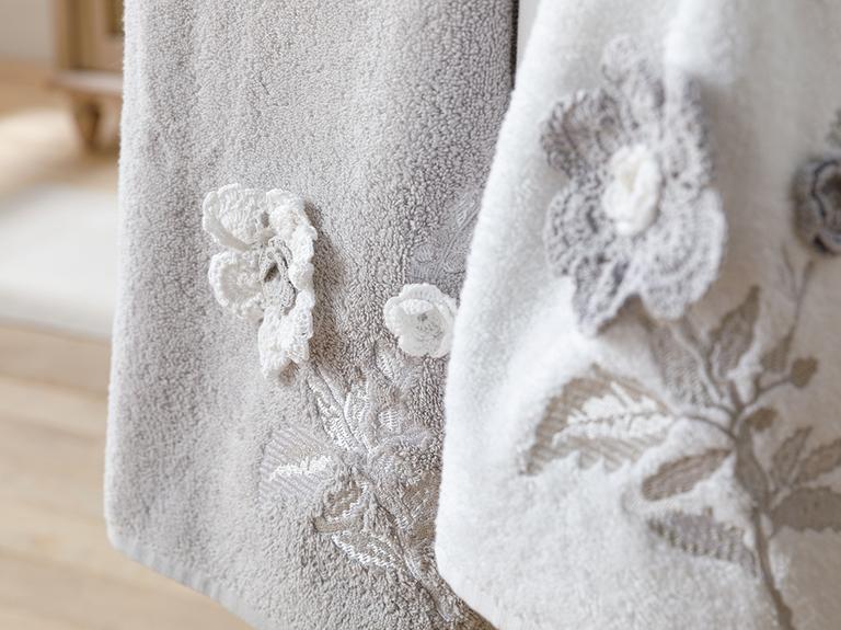 Lacy Rose Aplikeli 2'li Kutulu Havlu Seti 50x80 Cm Beyaz - Gri