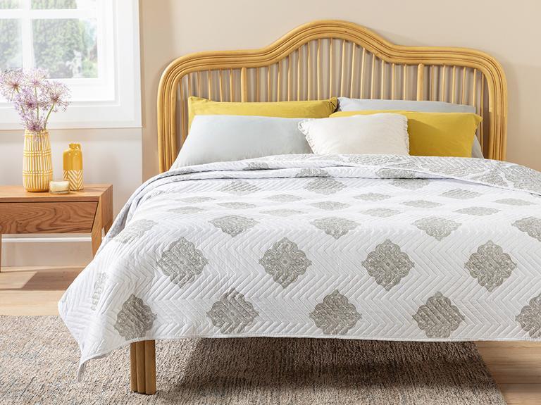 Creative Damask King Size Çok Amaçlı Yatak Örtüsü 240x220 Cm Bej