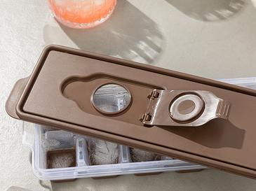 Simply Plastik Kapaklı Buz Kalıbı 8,9x25,3x3,9 Cm Kahve